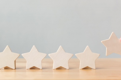 five wooden stars representing customer reviews